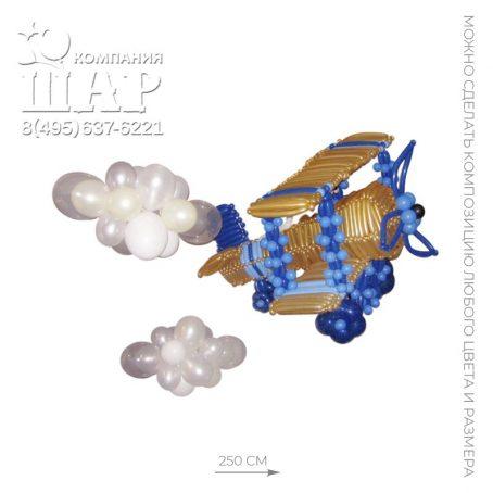 самолет из шаров