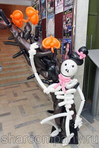 Скелет из воздушных шаров на halloween