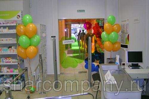Оформление шарами открытия аптеки Ригла