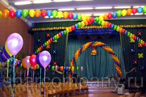 Украшение актового зала шариками в Москве
