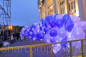 Фейерверк светящихся шаров