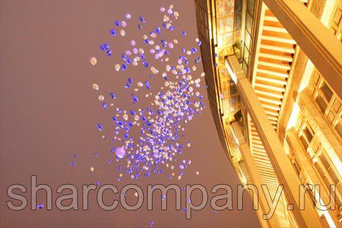 Запуск светящихся шаров в Москве