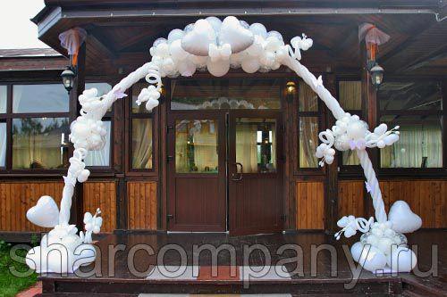 Белая свадебная арка из шаров