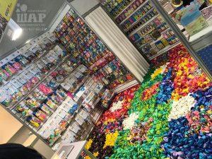 Ковер из 25.000 воздушных шаров