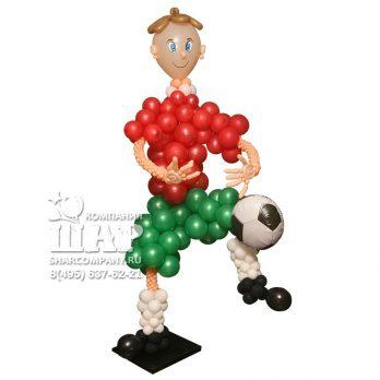 Фигура из шаров «Виртуозный футболист»