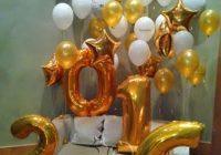 новогодняя фотозона с воздушными шарами