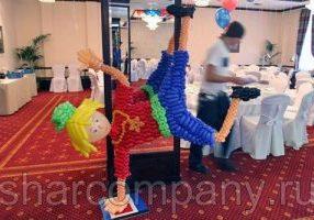 Танцор RnB из шаров